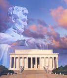Digital förändrad sammansatt sikt av Lincoln Memorial, statyn av Abraham Lincoln och amerikanska flaggan Royaltyfri Foto
