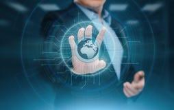 Digital globalt nätverk Begrepp för affärsinternetteknologi Affärsmannen trycker på pekskärmen Fotografering för Bildbyråer