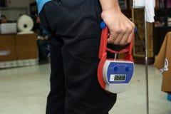 DIGITAL-HANDgriff-DYNAMOMETER, messende Werte der statischen Beugemuskelenergie für die linken und rechten Unterarme lizenzfreie stockfotos