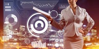 Digital-Hintergrund mit infographs und Erweiterungspapieren oder Vertrag Dame Lizenzfreies Stockfoto