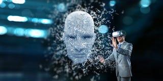 Digital huvud, konstgjord intelligens och virtuell verklighet Blandat massmedia royaltyfria bilder