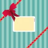 Digital illustration av ett randigt papper för gåvasjal plus ett rött band och en etikett Arkivfoto