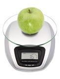 Digital-Kücheskala mit Apfel stockbilder