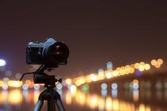 Digital kamera nattsikten av staden Arkivbilder