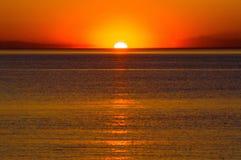 Digital kamera på tripoden i solnedgång Royaltyfri Fotografi