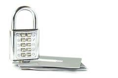 Digital kombinationslås på isolerade kreditkortar Royaltyfri Fotografi