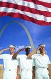 Digital komposit: Etniskt olika amerikanska sjömän, amerikanska flaggan, St Louis Arch Royaltyfri Foto
