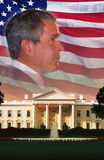 Digital komposit: Presidenten Bush, Vita Huset och amerikanska flaggan Royaltyfri Fotografi