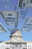 Digital komposit: U S Kapitolium med att sväva hundra dollarräkningar Arkivfoton