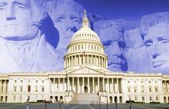 Digital komposit: U S Kapitolium med Mt rushmore Arkivfoto