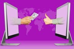 Digital-Konzept, zwei Hände erscheinen von den Computern Hand mit Bargeld und den Daumen oben, wie Abbildung Stockfoto