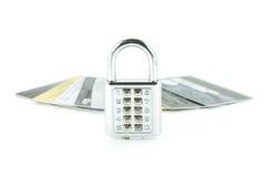 Digital lås och bakgrundsset av kreditkortar Fotografering för Bildbyråer