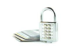 Digital lås och kreditkortar på isolerat Arkivbild