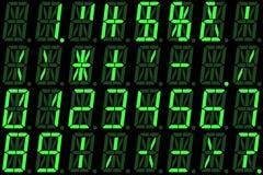 Digital liczby na zielonym alphanumeric DOWODZONYM pokazie Zdjęcie Royalty Free