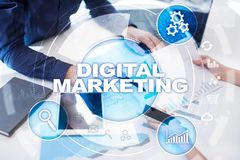 Digital-Marketing-Technologiekonzept Internet Online Suchmaschinen-Optimierung SEO SMM bekanntmachen lizenzfreie stockfotos