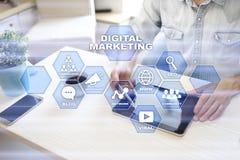 Digital-Marketing-Technologiekonzept Internet Online Suchmaschinen-Optimierung SEO SMM bekanntmachen stockfotos