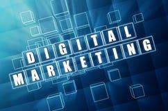 Digital marknadsföring i blåa glass kuber Arkivfoto