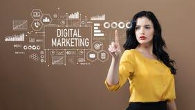 Digital marknadsföring med affärskvinnan royaltyfria foton