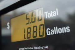 Digital meter av bensinpumpen Arkivbild