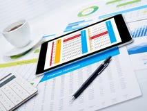 Digital minnestavla på skrivbordet Fotografering för Bildbyråer