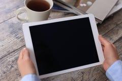 Digital minnestavladator med den isolerade skärmen Arkivbilder