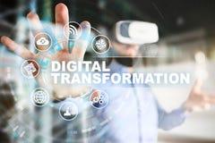 Digital omformning, begrepp av digitization av affärsprocessar och modern teknologi arkivbilder