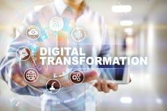 Digital omformning, begrepp av digitization av affärsprocessar och modern teknologi arkivfoton