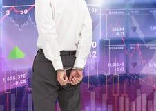 Digital que a imagem composta do homem de negócios com mãos se ligou cuffs à mão fotografia de stock
