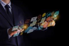 DIGITAL que INTRODUZ NO MERCADO a equipe startup nova do negócio do projeto MILLENNIALS foto de stock royalty free