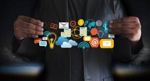 DIGITAL que INTRODUZ NO MERCADO a equipe startup nova do negócio do projeto MILLENNIALS imagens de stock