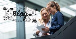 Digital sammansatt bild av affärskvinnor som använder minnestavlaPC med bloggdiagram vektor illustrationer