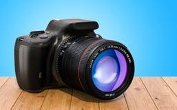 Digital singel-Lens reflexkamera på träskrivbordet, renderi 3D vektor illustrationer