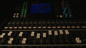 Digital solid blandare i studion ljusa strömbrytare av och på arkivfilmer