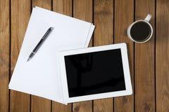Digital-Tablet auf Schreibtisch Stockfotos