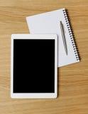 Digital-Tablet auf Schreibtisch Lizenzfreies Stockfoto