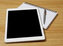 Digital-Tablet auf Schreibtisch Lizenzfreie Stockfotografie