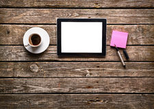 Digital tablet computer with note paper Royalty Free Stock Photos