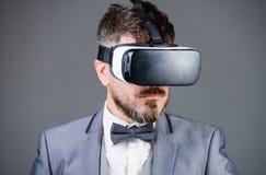 Digital teknologi för affär Virtuell verklighet för affärsman modern grej Innovation och teknologiska framflyttningar fotografering för bildbyråer