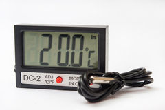 Digital-Thermometer mit Sensor auf dem Kabel Stockbild