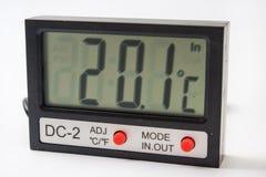 Digital-Thermometer mit Sensor auf dem Kabel Stockbilder
