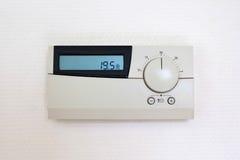 Digital-Thermostat eingestellt auf 19,5 Grad Celsius Lizenzfreies Stockfoto