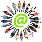 Digital utvecklingsgrupp för internet av ungdomardirektanslutet Royaltyfri Bild