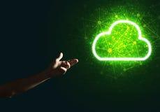 Digital-Wolkenikone als Symbol der drahtlosen Verbindung auf dunklem Hintergrund Stockfotos