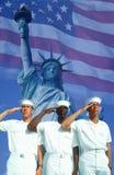 Digital-Zusammensetzung: Ethnisch verschiedene amerikanische Seeleute, amerikanische Flagge, Freiheitsstatue Lizenzfreies Stockfoto