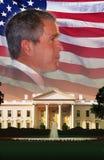 Digital-Zusammensetzung: Präsident Bush, das Weiße Haus und amerikanische Flagge Lizenzfreie Stockfotografie