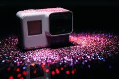 Digitale Aktionskamera GoPro-HELDEN 5 in den Scheinen Stockbilder