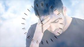 Digitale animatie van de gedeprimeerde mens tegen hemel en wolkenachtergrond stock video