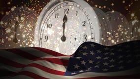 Digitale animatie van klokken die tegen nacht 12 en gelegde Amerikaanse Vlag tikken stock footage