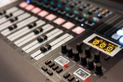 Digitale audio het mengen zich console met meerdere kanalen Royalty-vrije Stock Foto's