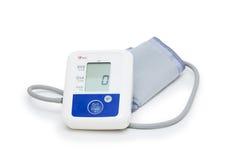Digitale bloeddrukmeter met het symbool van het liefdehart op witte achtergrond Royalty-vrije Stock Afbeelding